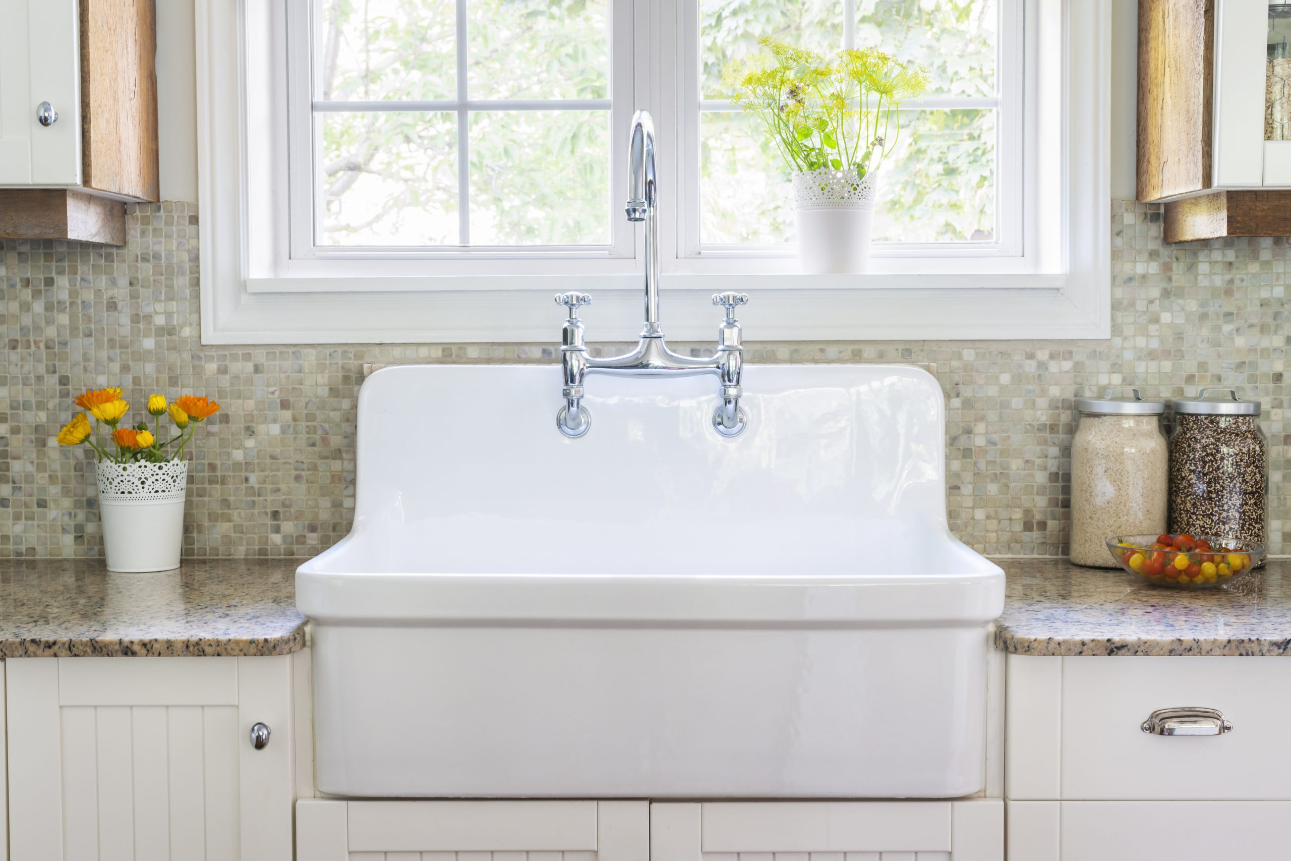 How to clean the kitchen sink